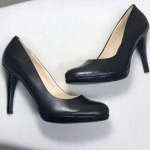 Like new Nine West Black Leather Heels 👠